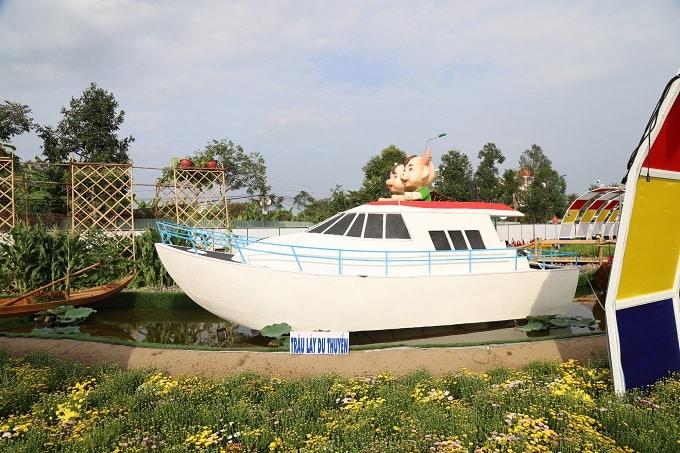 Mô hình linh vật của năm - Trâu hiện đại lái du thuyền