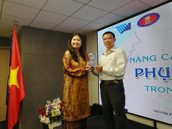 Bà Wong Chia Chiann Tổng lãnh sự Malaixia - Ảnh LT