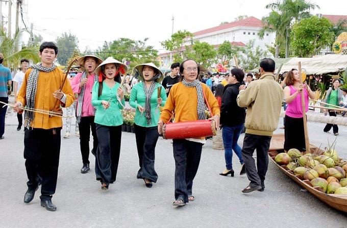 Hát sắc bùa tại Lễ hội Dừa Bến Tre lần V năm 2019