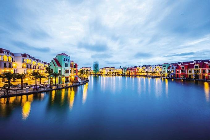 """Grand World thuộc quần thể Phú Quốc United Center với mô hình kinh tế đêm 24/7 đầu tiên tại Việt Nam hứa hẹn sẽ trở thành điểm """"tiêu tiền"""" mới bên cạnh các """"ông lớn"""" như Sentosa hay Ibiza."""