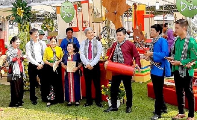 Biểu diễn hát sắc bùa Phú Lễ tại Làng Văn hóa - Du lịch các dân tộc Việt Nam năm 2019