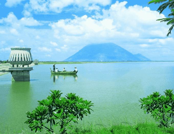 Hồ Dầu Tiếng - hồ nước nhân tạo lớn nhất Việt Nam