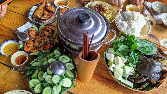 Thưởng thức ẩm thực đặc trưng vùng sông nước ven biển Bình Đại