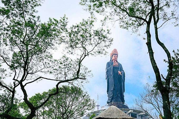 Tượng Phật Bà Tây Bổ Đà Sơn ngự trên đỉnh Núi Bà Tây Ninh linh thiêng