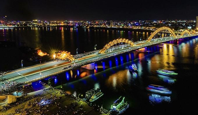 Cầu Rồng Đà Nẵng phun lửa khát vọng vươn ra biển lớn