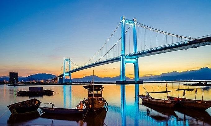 Cầu Thuận Phước là cây cầu treo dây võng hiện đại và dài nhất Việt Nam