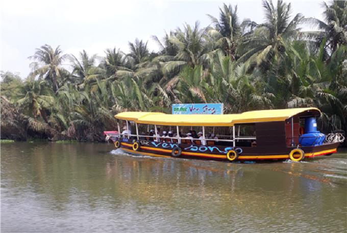 Du thuyền trên sông Ba Trường