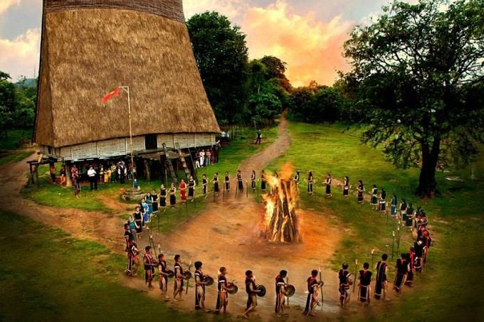 Không gian Văn hóa cồng chiêng Tây Nguyên được UNESCO công nhận là Kiệt tác truyền khẩu và Di sản văn hóa phi vật thể của nhân loại vào ngày 25-11-2005