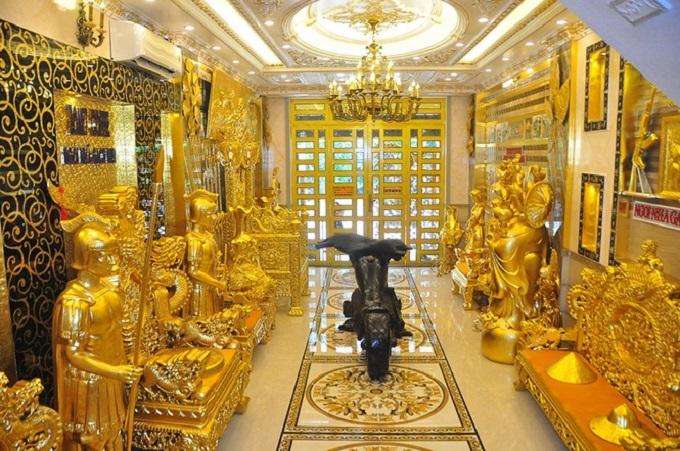 Ngôi nhà dát vàng này được đưa vào sử dụng sau khoảng hơn 2 năm thiết kế và 6 năm thi công tỉ mỉ, chỉn chu