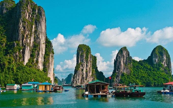 Vẻ đẹp kỳ vĩ, thơ mộng của vịnh Hạ Long