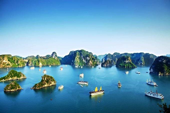 Vịnh Hạ Long là một vịnh nhỏ thuộc phần bờ Tây vịnh Bắc Bộ, bao gồm vùng biển đảo thuộc thành phố Hạ Long, thị xã Cẩm Phả và một phần của huyện đảo Vân Đồn, tỉnh Quảng Ninh.