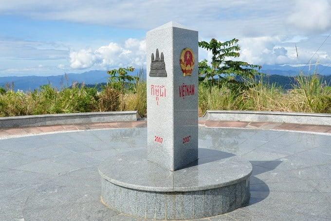 Chinh phục ngã ba Đông Dương trải nghiệm khoảnh khắc 'một con gà gáy ba nước cùng nghe'