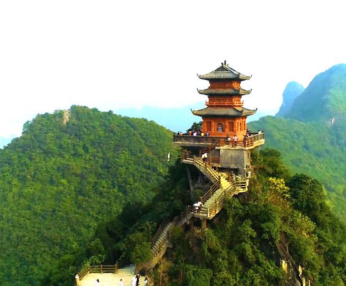 Chùa Ngọc hay còn gọi là Đàn Tế Trời tại Quần thể chùa Tam Chúc