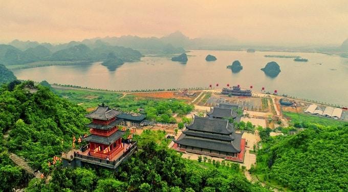 Chùa Tam Chúc tọa lạc tại thị trấn Ba Sao, huyện Kim Bảng, tỉnh Hà Nam