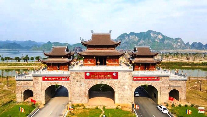 Cổng Tam Quan Ngoại chùa Tam Chúc
