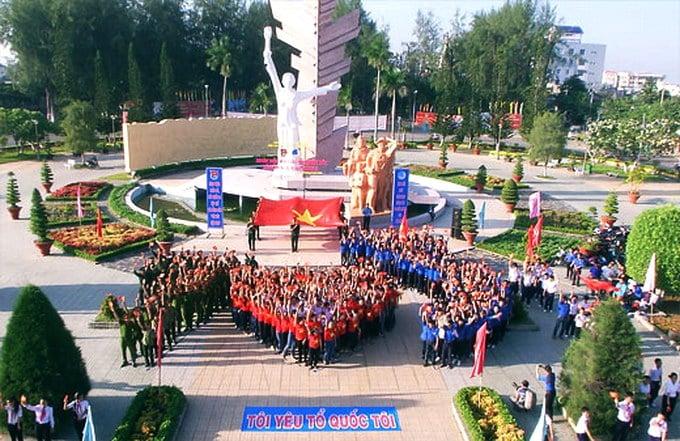 Công viên tượng đài Đồng Khởi tại Tp. Bến Tre