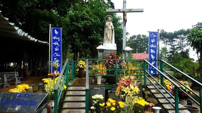 Hành hương kính Đức Mẹ Măng Đen tại Kontum