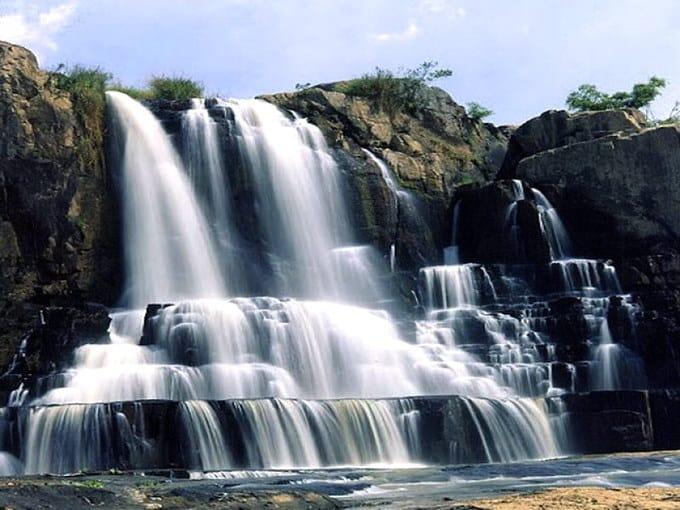 Lặng ngắm vẻ đẹp hùng vĩ của thác Yaly giữa núi rừng Tây Nguyên