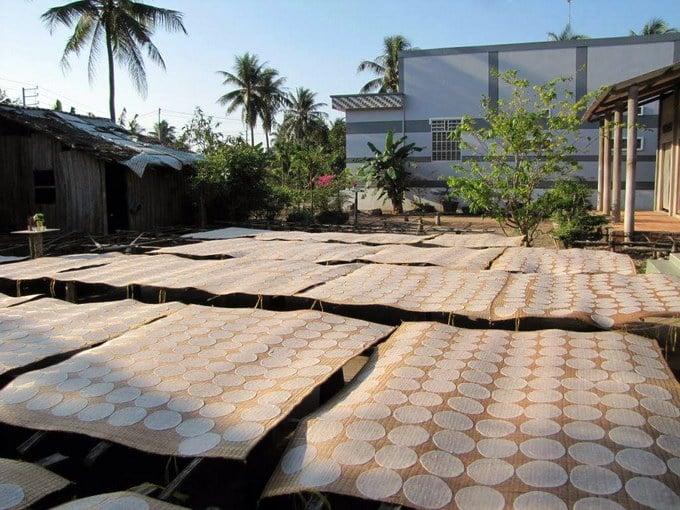 Làng nghề Bánh Phồng Sơn Đốc tại xã Hưng Nhượng, huyện Giồng Trôm, Bến Tre