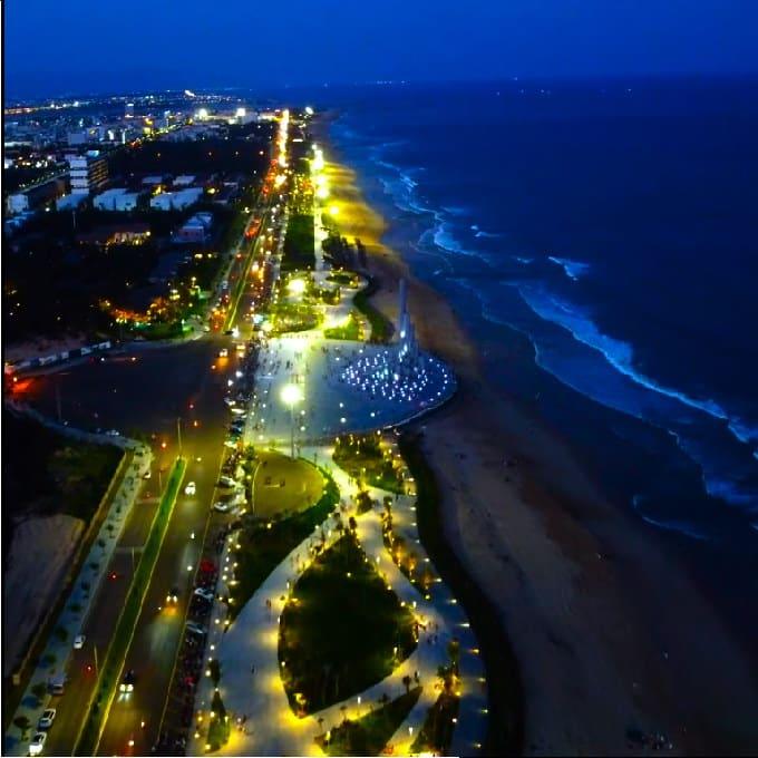 Toàn cảnh Quảng trường Tháp Nghinh Phong về đêm