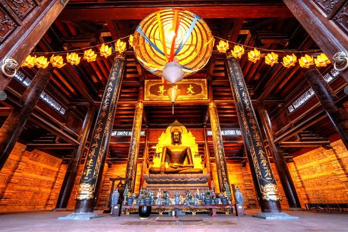Tượng Phật Thích Ca Mâu Ni bằng đồng nguyên khối nặng 150 tấn tại Điện Giáo Chủ