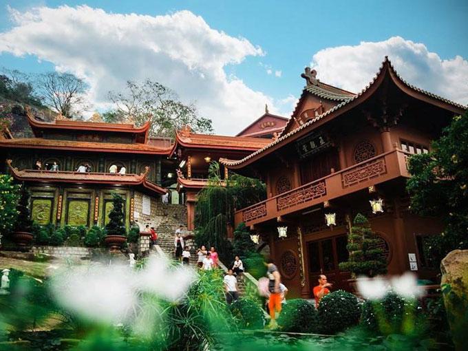 Chùa Hang Châu Đốc – cõi lặng tâm linh cổ kính ở An Giang