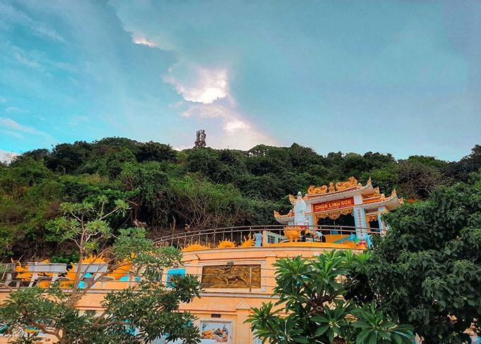 Chùa Linh Sơn trên Đỉnh Cao Cát nổi tiếng linh thiêng được xây từ thế kỷ 20
