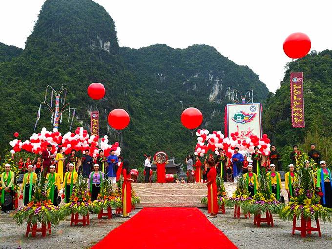 Lễ hội chùa Bái Đính diễn ra từ chiều ngày mùng 1 tết, khai mạc ngày mùng 6 tết và kéo dài đến hết tháng 3