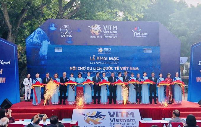 Tuy gặp nhiều khó khăn do Covid-19, VITM 2020 vẫn được tổ chức quy mô, ấn tượng với sự tham gia của hơn 300 doanh nghiệp từ 6 quốc gia và 47 tỉnh, thành phố của Việt Nam
