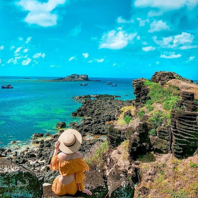 Với nét đẹp quyến rũ, hoang sơ, vách đá Cao Cát đã trở thành biểu tượng của Phú Quý