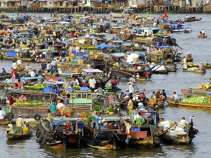 Chợ nổi Cái Răng là chợ nổi chuyên trao đổi, mua bán nông sản, các loại trái cây, hàng hóa, thực phẩm, ăn uống ở trên sông