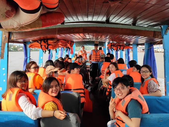 Đi thuyền tham quan Chợ Nổi Cái Răng