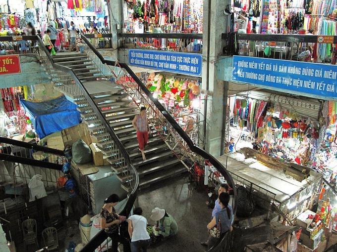 Khung cảnh bên trong Chợ Đông Ba - Huế
