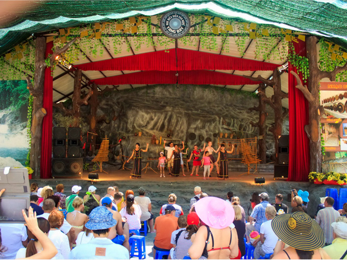 Show diễn Văn hóa Raglai tại Công viên Yang Bay