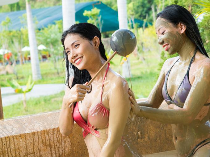 Tắm bùn khoáng tại Yang Bay
