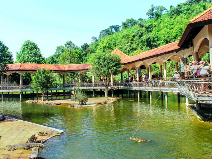 Trải nghiệm câu cá sấu và nhiều hoạt động hấp dẫn khác tại Thác Yang Bay
