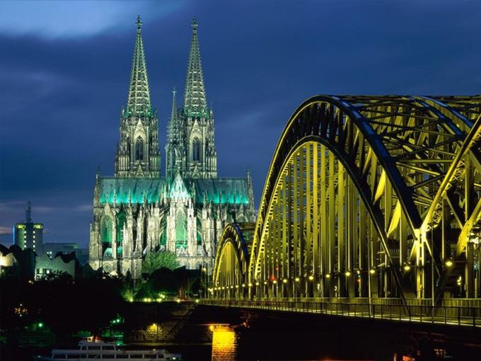 Cùng với sông Rhine, nhà thờ Cologne được xem là linh hồn, là báu vật của người Đức