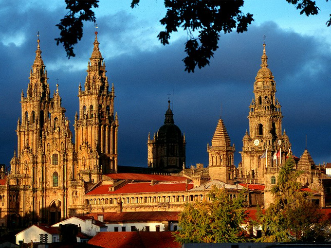 Santiago de Compostela , nằm ở cuối phía tây bắc của Tây Ban Nha, là một trong ba địa điểm hành hương Kitô giáo