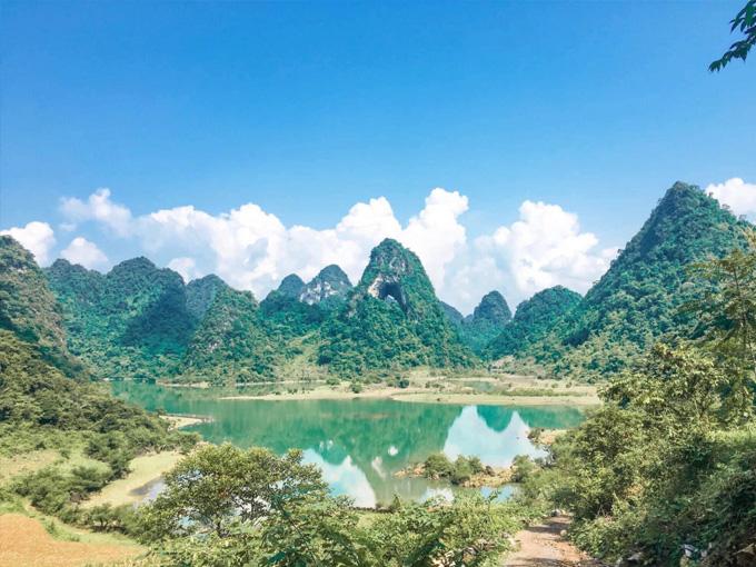 Thời điểm tham quan Núi Mắt Thần đẹp nhất là vào tháng 9 và 10 hàng năm
